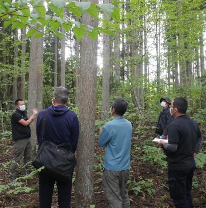 森での講義の様子