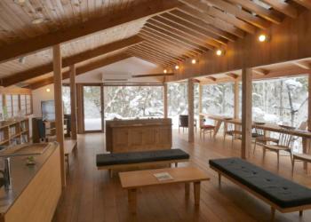 広葉樹の家具
