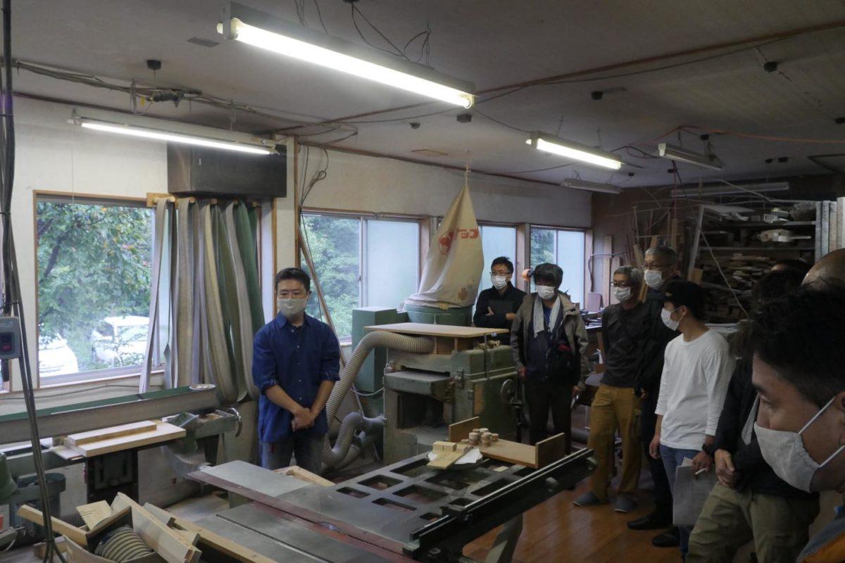 使っている道具や作業工程について説明する北川さん